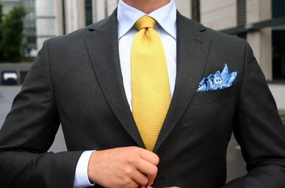 blue shirt -yellow tie suit