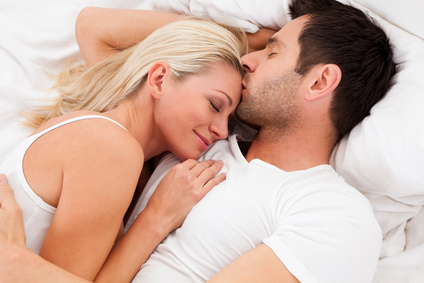 dating-loving-couple-in-bed